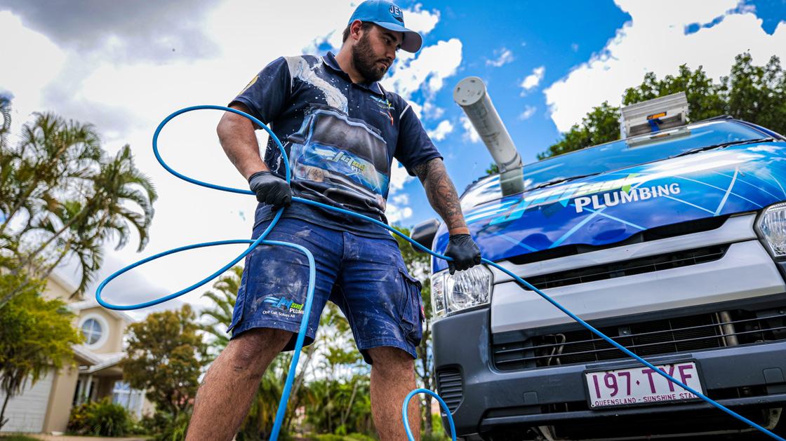 Sunnybank plumber unblocking a drain